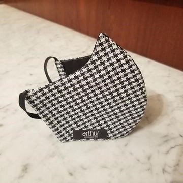S26 - Black houndstooth on grey